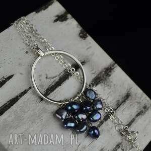 Barbara Fedorczyk: długi naszyjnik koło z perłami srebro, perły, srebrny naszyjnik, wisiorek