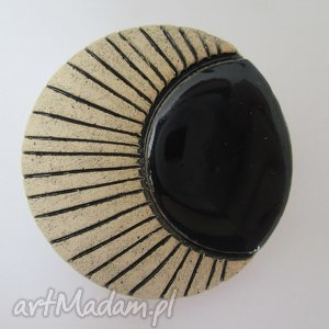 broszka z czernią, ceramiczna, czarna,