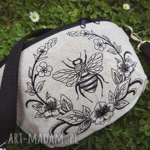 nerka mini pszczółka, mini, haft, torebka, zapętlona nitka