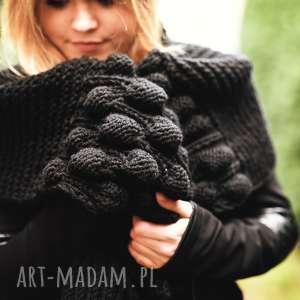 szal na drutach pod choinkę, szalik, ciepły, choinka, czarny, bubble, prezent