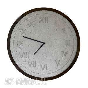 handmade zegary zegar z betonu szary drewniana rama ciemny dąb oryginalny unikatowy