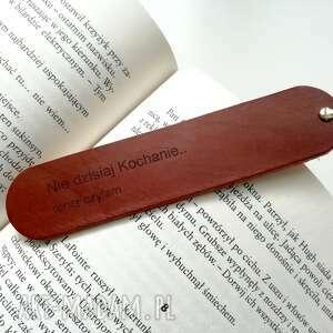 jeremi skórzana zakładka do książki - nie dzisiaj kochanie, teraz czytam brąz
