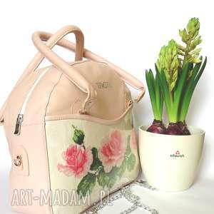 Prezent Torebka kuferek z ręcznie haftowanymi różami , kuferek, haftowanie, torba