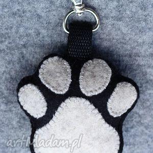 brelok psia łapka, brelok, zawieszka, pies, filc