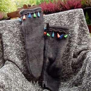 handmade buty ocieplacze na stopy z frędzlami