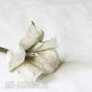 broszka- biały kwiat - broszka, kwiat, przypinka, filcowanie, ślub