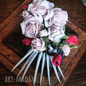 Broszka ,, Kwiatowe szaleństwo , kwiaty, róże, boho, pióra, broszka, ślub