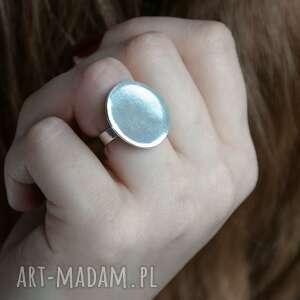 srebrny, nowoczesny pierścionek