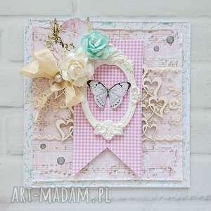 Kartka z motylem miętowo-różowa w pudełku scrapbooking kartki