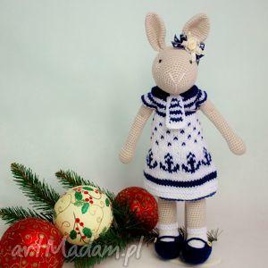 szydełkowy króliczek chloe - szydełko, prezent, króliczek, maskotka