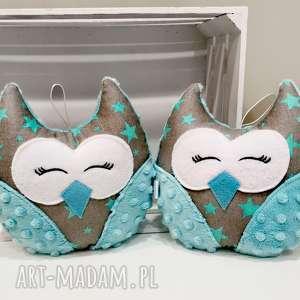 ręcznie zrobione maskotki mała śpiąca sowa w gwiazdki, przytulanka na prezent dla