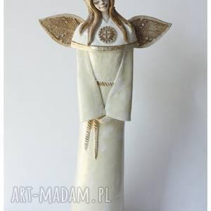 ręcznie robione ceramika anioł komunijny w wianuszku