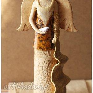 Dama z szalem i ptaszkiem, ceramika, anioł