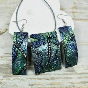 komplet biżuterii z ważką w odcieniach srebra, granatu i zieleni, biżuteria
