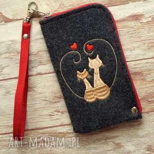 ręcznie wykonane etui filcowe etui na telefon - zakochane koty