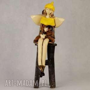 Anioł ceramiczny siedzacy, anioł-siedzący, ceramiczny, ręcznie-wykonany