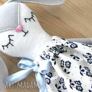 pod choinkę prezent, króliczek, zajączek, maskotka, folk, sukienka