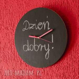 zegar drewniany pokryty farbą tablicową, zegar, farbatablicowa, drewniany