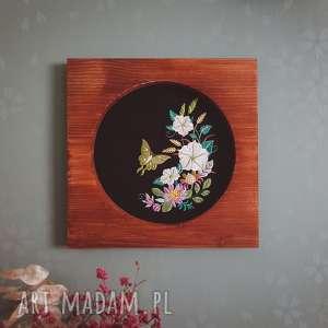 obrazek haftowany, haft, ćma, drewno, dekoracjaścienna, zapętlonanitka