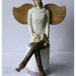 anioł z książeczką i kieliszkiem wina, ceramika, dom
