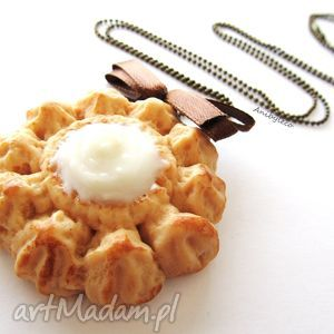 naszyjniki naszyjnik ciastko z kremem, naszyjnik, modelina, fimo, ciastko, ciasteczko