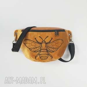 nerka mini pszczoła, nerka, mini, haft, aksamit, musztardowa