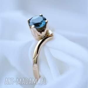 zaręczynowy złoty pierścionek z topazem, pierścionek
