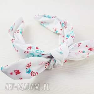biała opaska chusta na bazie w błękitne kwiatuszki, chusta