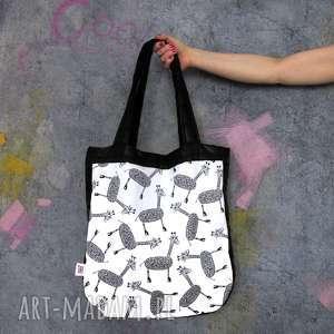 na ramię torba xxl pikowana z grafiką w żyrafy - zamówienie
