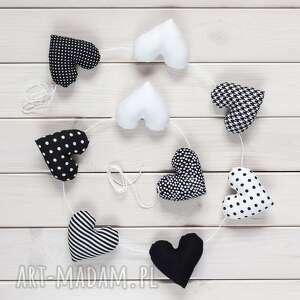 sercowa biało-czarna pozioma girlanda, 9 serc, serce, dekoracja, ozdoba