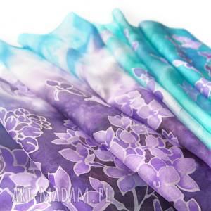 dwukolorowy szal jedwabny bzy ręcznie malowany w odcienie fioletu i turkusowego