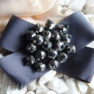 broszka szara kokarda - broszka, kokarda, kryształki, wstążka