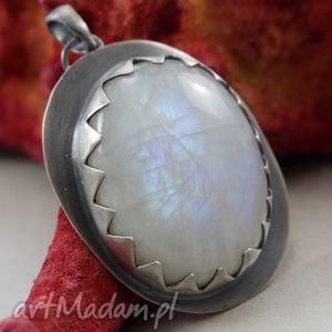 Kamień księżycowy w srebrnych zębach - wisior, kamień, księżycowy, srebro, wisior