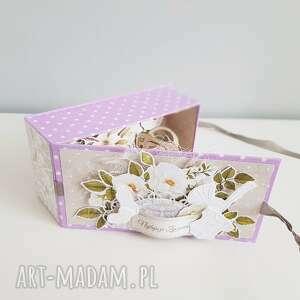 Eleganckie pudełeczko - pamiątka z okazji narodzin, chrztu