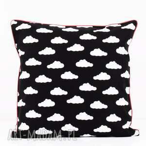 poduszka bawełnina chmurki na czarnym tle 40x40cm wyprzedaż