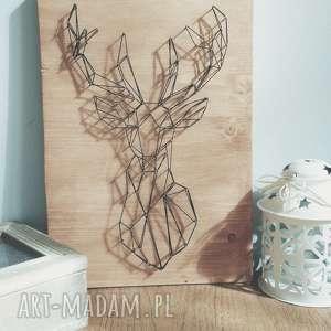 Obraz: geometryczny jeleń. Wykonany techniką String Art na drewnie, minimalizm, jeleń
