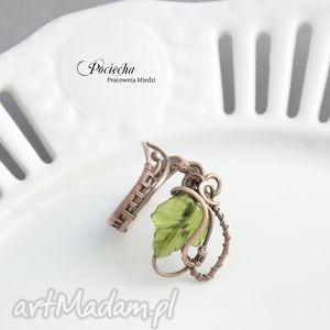 handmade pierścionki bluszcz - pierścionek ze szklanym liściem