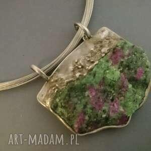 Zoisyt z rubinem naszyjniki bizuteria naturalnie zoisyt, rubin