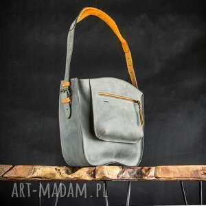 ręcznie wykonana skórzana torebka z dużą zewnętzną kieszenią i wygodnym paskiem