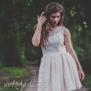 sukienka koronkowa karolina, koronka, fiszbiny, gorset, tiulowa, halka, koktajlowa