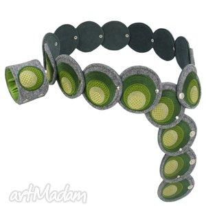 pas i bransoleta z elementów haftowanych w odcieniach oliwkowej zieleni - komplet