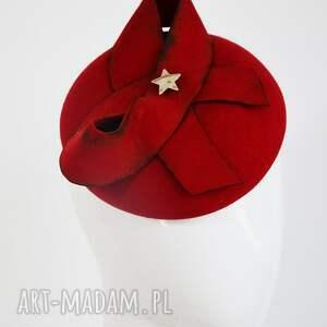 pod choinkę prezent, toczek czerwony, fascynator, toczek, filc
