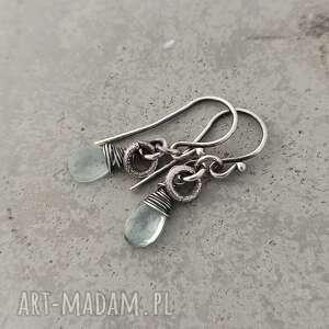 Akwamaryn drobne surowe kolczyki grey line project srebro