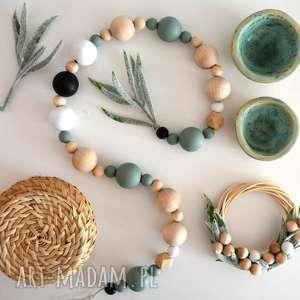 świąteczny prezent, girlanda, korale, drewniana, kulka, oliwkowy