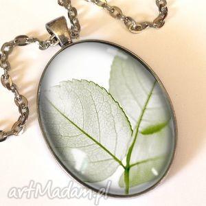 lekkość - owalny medalion z łańcuszkiem - zielone naszyjniki