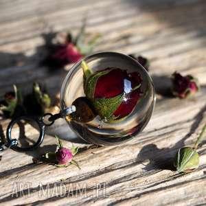 Naszyjnik z żywicy różą, srebro oksydowane, żywica, srebro, róża, kwiatowe