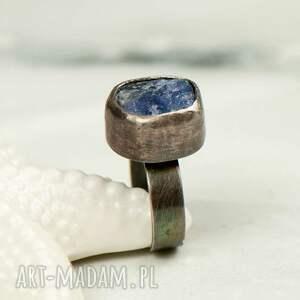 srebrny pierścionek z tanzanitem a 769, pierścionek