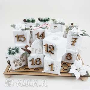 Upominki świąteczne. Kalendarz adwentowy stojący scrapbooking