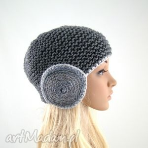 szara czapka z okrągłymi nausznikami, czapka, czapa, czapeczka, nauszniki, zima