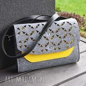hand-made mini torebka filcowa - żółta kieszonka - ażurowa klapa